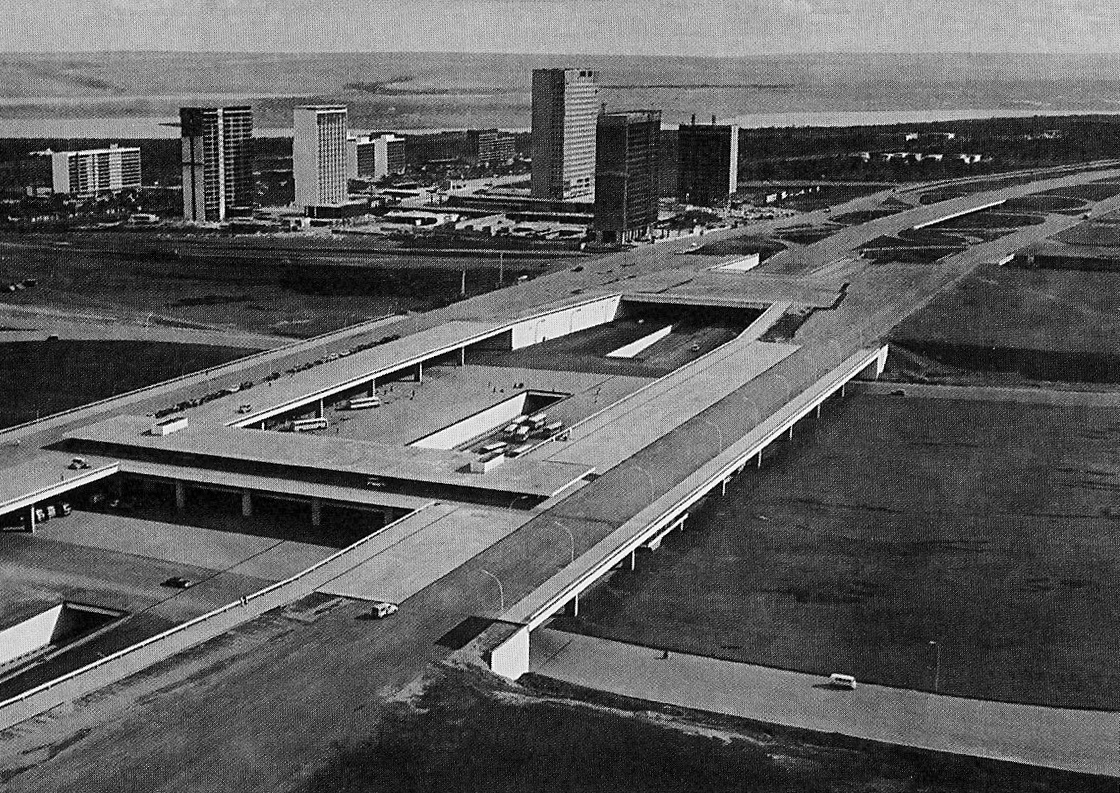 INFRASTRUCTURE OR ARCHITECTURE - BRASILIA CENTRAL PLATFORM - LUCIO COSTA - 1957